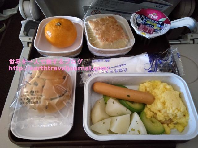 復路の中国東方航空(MU)エコノミー機内食