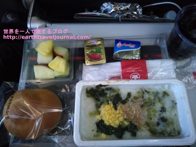 エアカナダのエコノミークラス機内食往路4回目