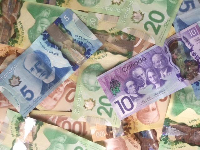 カナダドルの両替はどうする?