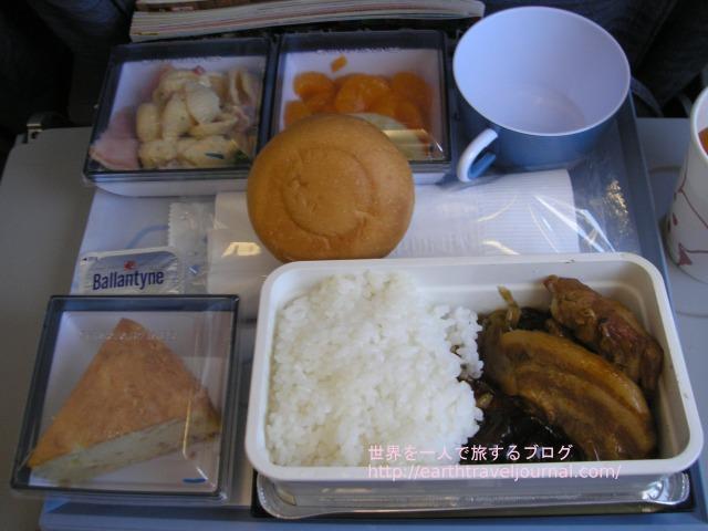チャイナエアライン(中華航空)のエコノミークラス機内食往路1回目