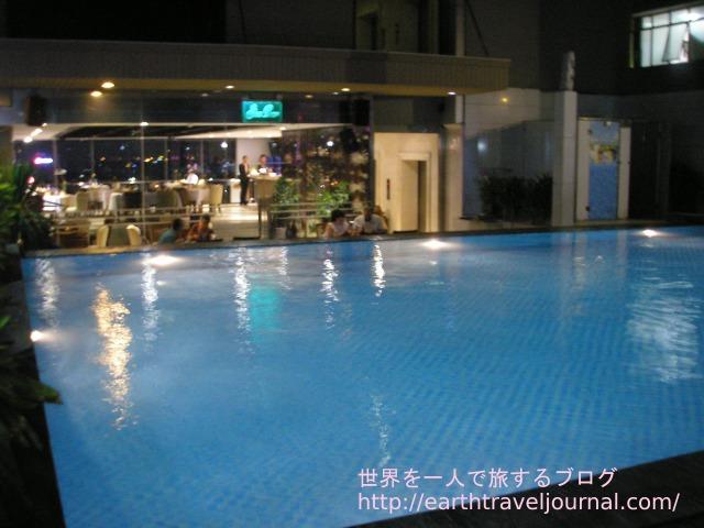 ホーチミン(ベトナム)のおすすめホテル『エデンスター サイゴン ホテル&スパ』の屋上プール